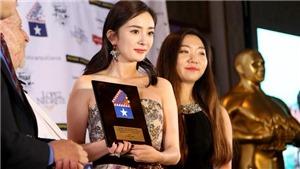 Dương Mịch đẹp lộng lẫy khi nhận giải tại LHP quốc tế Houston