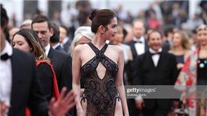 Ngọc Trinh vừa diện váy xuyên thấu, lại 'khoe thân' phản cảm trên thảm đỏ Cannes
