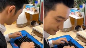 Video hài nhất ngày: Huỳnh Hiểu Minh 'mổ cò' trên bàn phím máy tính