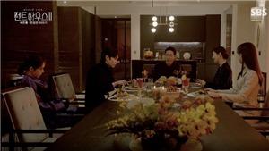 'Penthouse - Cuộc chiến thượng lưu 2': Mẹ con ác phụ xun xoe Joo Dan Tae, xuất hiện ở căn áp mái như người nhà