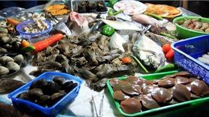 Thời tiết nắng nóng, rau xanh, thủy hải sản tăng giá mạnh