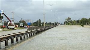 Không khí lạnh mạnh, Miền Trung còn ngập lụt, Hà Nội mưa rào lạnh 13 độ C