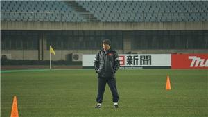 Giải mã niềm vui của HLV Park Hang Seo trên sân Changshu Sports Center