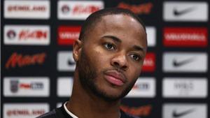 Sterling: 'Tôi mất bóng 3 lần và Guardiola muốn giết tôi trong phòng thay đồ'