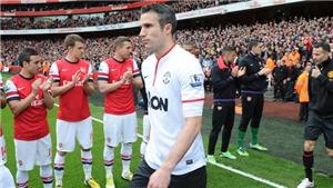Xem lại khoảnh khắc Arsenal xếp hàng đón nhà vô địch MU và 'kẻ phản bội' Van Persie