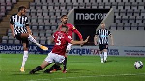 Tiền đạo Newcastle bỏ lỡ cơ hội không tưởng