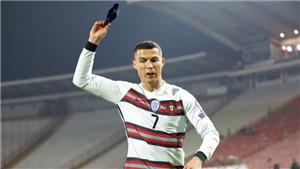 Serbia 2-2 Bồ Đào Nha: Ronaldo nổi giận ném băng đội trưởng vì mất bàn thắng hợp lệ