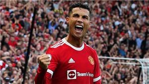 Ronaldo lập cú đúp ngày ra mắt MU, cộng đồng mạng lập tức so sánh với Messi