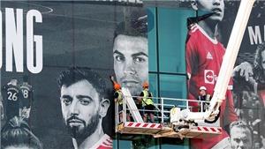 MU thêm hình Ronaldo bên ngoài Old Trafford trước trận gặp Newcastle
