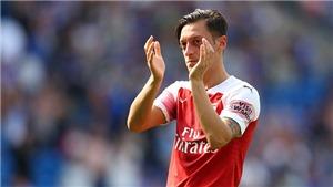 Mesut Oezil phản pháo Wenger, nhấn mạnh Arsenal phải giành danh hiệu