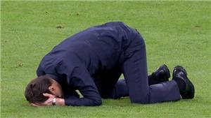 Mauricio Pochettino khóc nức nở, quỳ gối sau màn ngược dòng trước Ajax
