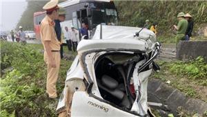 Hòa Bình: Tai nạn giữa xe khách và xe con, hai người tử vong