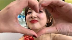 Twice: Momo bày tỏ tình yêu với Nayeon thông qua video đăng tải trên Twitter