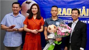 Bi hài với Quả bóng đồng futsal Việt Nam