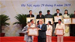 Các nghệ sĩ gạo cội xúc động khi được trao tặng danh hiệu NSND, NSƯT