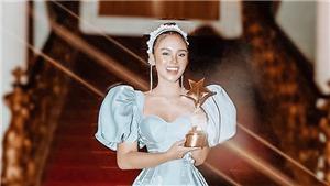 Yeye Nhật Hạ nhận giải 'Gương mặt triển vọng' 'Ngôi sao xanh 2020'