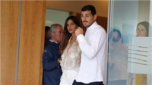 Thủ môn Casillas rạng rỡ xuất viện cùng vợ sau cơn nguy kịch