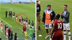 Sao Man City gây tranh cãi vì không vỗ tay chào mừng nhà vô địch Liverpool