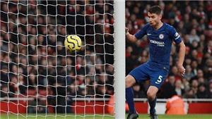 Arteta khẳng định Jorginho đáng bị đuổi, Lampard thừa nhận Chelsea gặp may