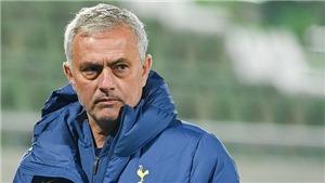 Mourinho nhận án phạt của UEFA vì đến muộn... 1 phút