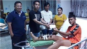 Tuyển thủ Việt Nam tặng tiền cho cầu thủ U19 bị gãy chân