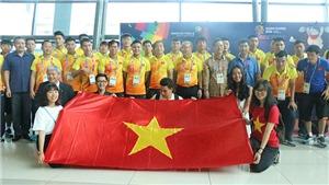 HLV Park Hang Seo cho U23 Việt Nam tập nhẹ ngay tại sân bay quốc tế Soekarno Hatta