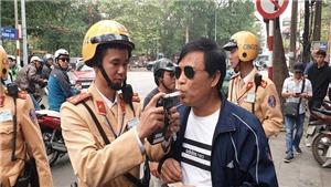 Hà Nội: Nhiều trường hợp uống rượu bia khi lái ô tô, xe máy bị phạt nặng, tước giấy phép lái xe