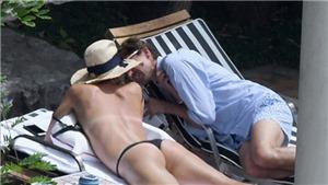 Sharapova 'diễn cảnh nóng' với bạn trai bên bể bơi