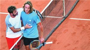 Roland Garros: Tsitsipas phải bật khóc sau cuộc đua marathon 5 tiếng đồng hồ với Wawrinka