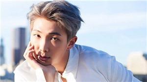 Phiên dịch viên của BTS 'chết đứng' không muốn dịch tiếp vì mê giọng RM