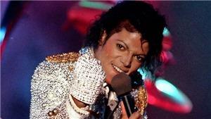 Johnny Depp sản xuất nhạc kịch về chiếc găng tay lấp lánh của Michael Jackson