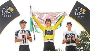 Giành áo vàng Tour de France, Geraint Thomas uống rượu mừng trên đường về đích