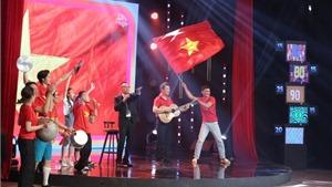 'Ký ức vui vẻ': Bình luận viên Quang Huy rủ MC Lại Văn Sâm và dàn nghệ sĩ 'đi bão'