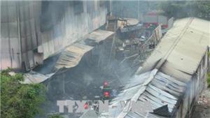 Cháy tan hoang chợ Quang, Hà Nội, hàng trăm gian hàng bị thiêu rụi