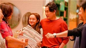 Kiều Minh Tuấn thân mật với Kaity Nguyễn trên phim trường