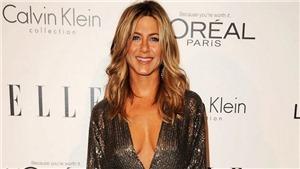 Jennifer Aniston kể về trải nghiệm bước vào tuổi 50 và bức ảnh ngực trần đang gây xôn xao