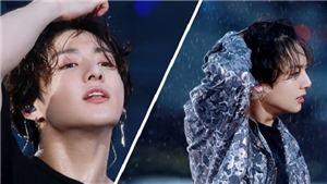BTS chuyên nghiệp và gợi cảm khó cưỡng khi biểu diễn dưới mưa tại Nhật