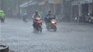 Dự báo thời tiết: Vùng áp thấp gây mưa lớn, dông mạnh trên Biển Đông và đất liền