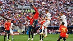 Rio Ferdinand: 'Pique vung tay trong hoảng loạn, phạt đền là chính xác'