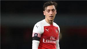 Chelsea đấu với Arsenal: Fan Arsenal ngao ngán trước pha sút penalty tập thảm họa của Oezil