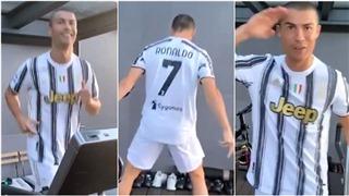 Khi Ronaldo văng tục với Covid-19