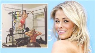 Nữ võ sĩ UFC khoe thân mùa Covid-19