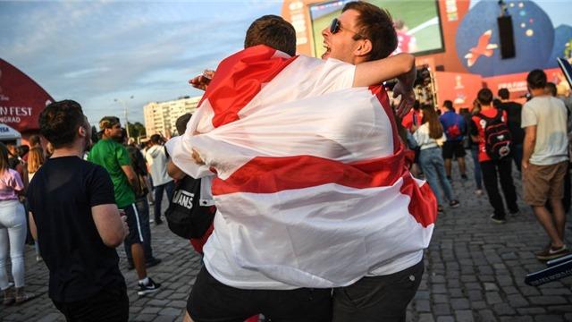 Chàng trai Anh được tặng vé bán kết World Cup vì nói thật về nước Nga